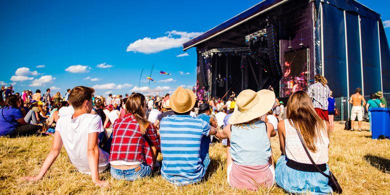 Ilustrasi festival musik di alam terbuka