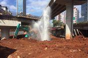 Air dari Pipa PAM Menyembur di Proyek Tol Depok-Antasari