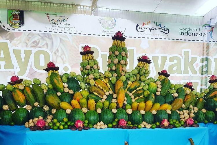 Festival Way Kambas ditutup dengan parade buah yang merupakan produksi unggulan, Sabtu (11/11/2017).