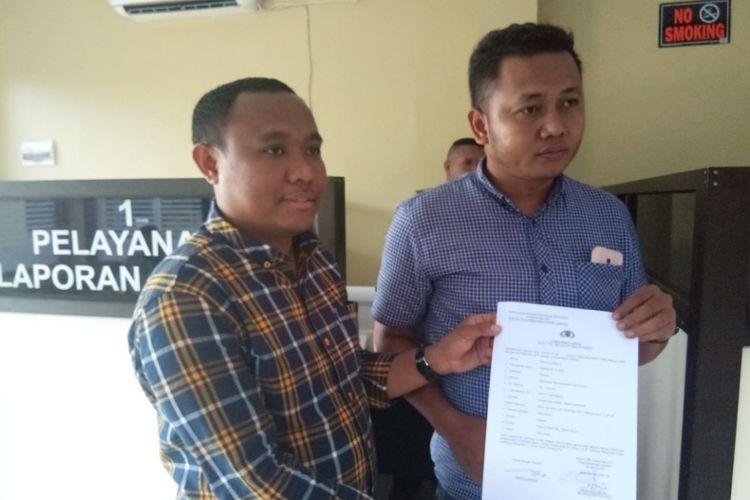 Tim Hukum pasangan calon gubernur dan wakil gubernur Maluku, Murad Ismail-Barnabas Orno melaporkan salah seorang tim relawan calon gubernur petahana Said Assagaff ke Knator Polda Maluku, Jumat (29/12/2017)