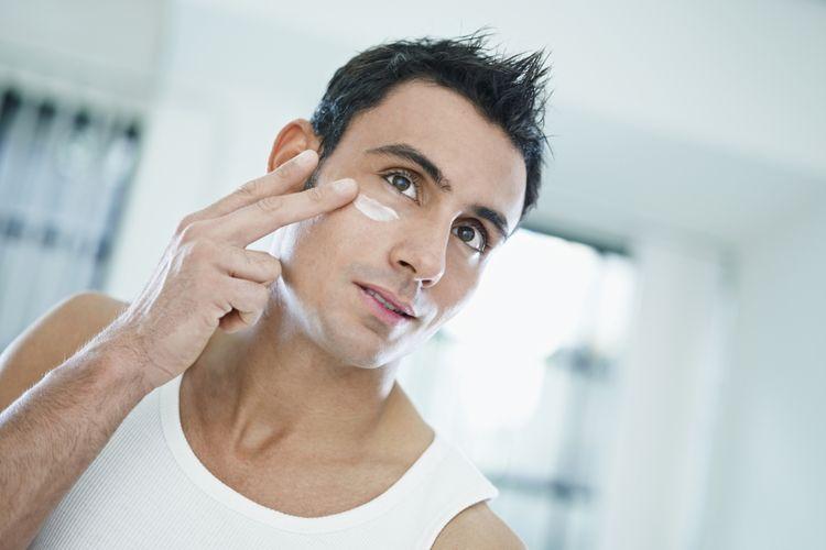 Ilustrasi pria merawat wajah
