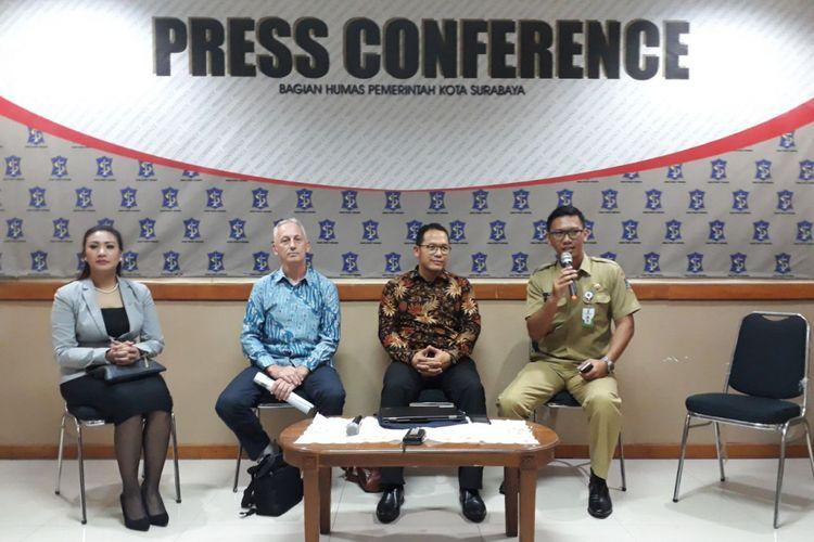 Tim UNICEF saat konfrensi pers di Pemkot Surabaya.