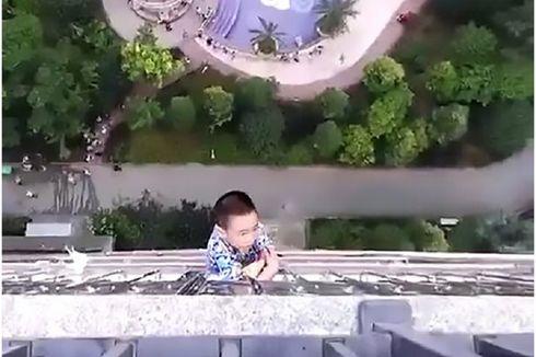 Jatuh dari Apartemennya, Bocah 5 Tahun Bergelantungan di Lantai 19