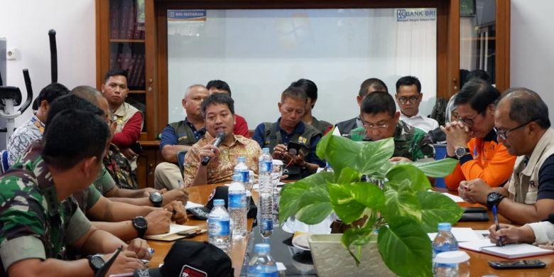 Plt. Deputi Bidang Koordinasi Dampak Bencana dan Kerawanan Sosial Kemenko PMK Sonny Harry Harmadi mengimbau para fasilitator pembangunan hunian tetap pasca gempa NTB untuk bergerak cepat memperbaiki rumah para korban gempa di NTB.