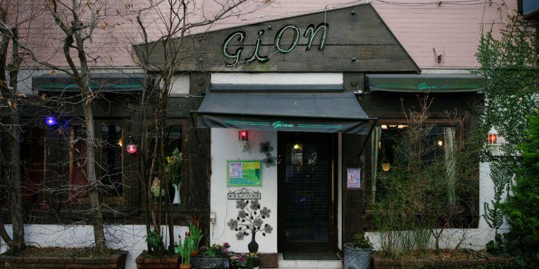 Sebuah kafe romantis yang dibuat oleh sastrawan muda
