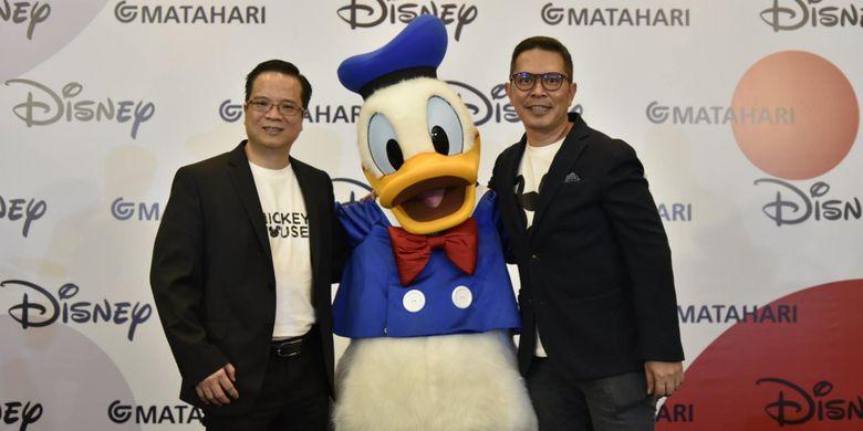 Marketing & Store Operation Director PT Matahari Departement Store, Christian Kurnia (kiri) dan Country Manager The Walt Disney Company Indonesia, Herry Salim (kanan).