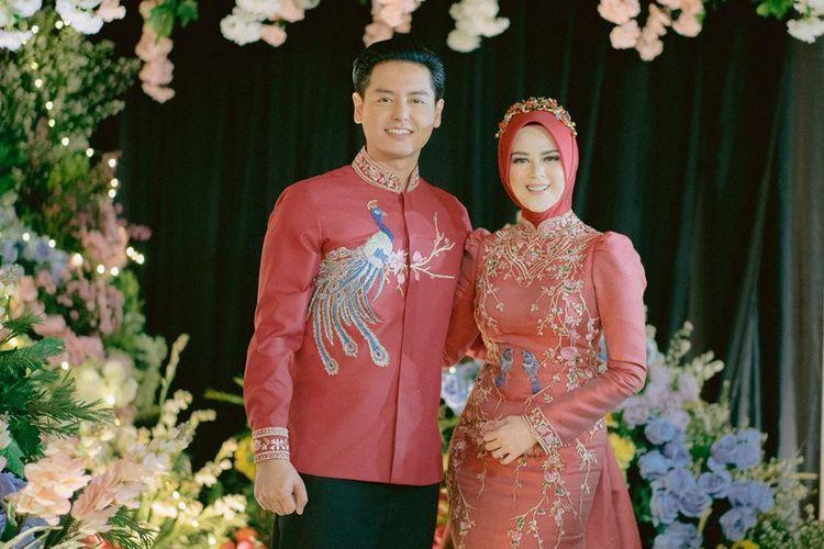 Pasangan suami istri Roger Danuarta dan Cut Meyriska.