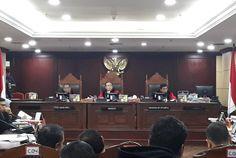 """Hakim MK dalam Sidang: Mahkamah Konstitusi Bukan """"Keranjang Sampah"""""""