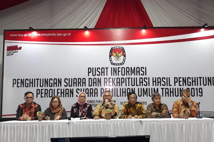 Mahfud MD dan Suluh Kebangsaan datangi kantor KPU, Rabu (24/4/2019).