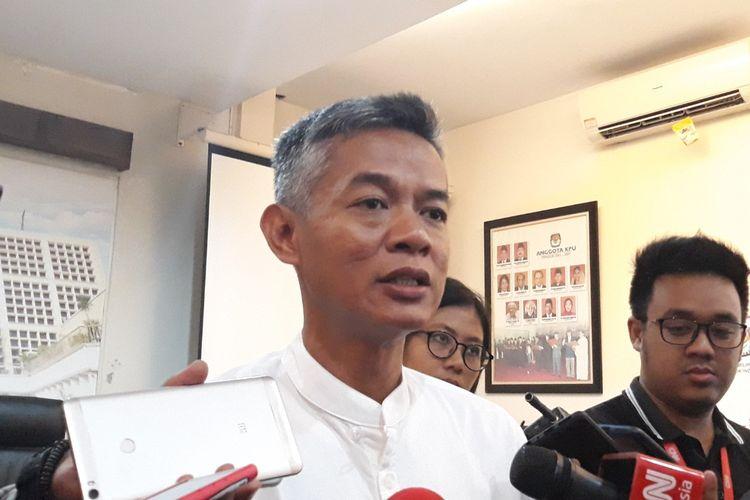 Komisioner KPU Wahyu Setiawan di kantor KPU, Menteng, Jakarta Pusat.