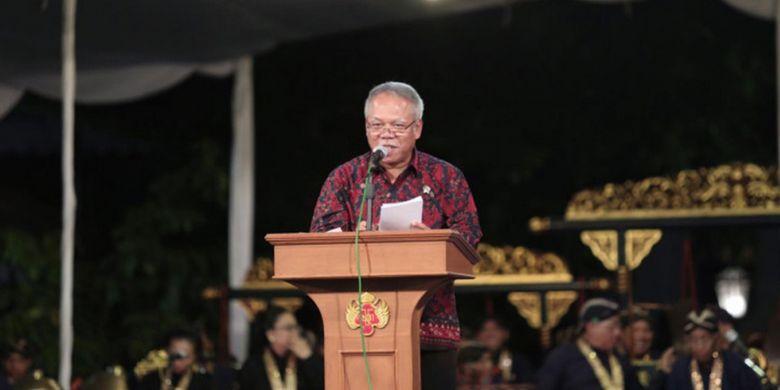 Menteri Pekerjaan Umum dan Perumahan Rakyat, Basuki Hadimuljono, dalam Malam Orasi Penerima Anugerah Hamengku Buwono IX dalam rangka Dies Natalis ke-69 UGM (19/12/2018).
