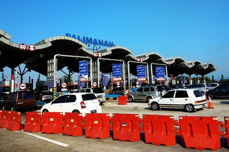 Gerbang Tol Palimanan di Jalan Tol Cikopo-Palimanan atau Cipali.