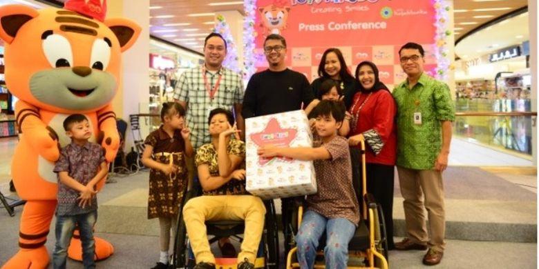 Toys Kingdom melalui Kawan Lama Foundation juga melakukan program sosial bertema Toys For Kids yang bekerja sama dengan Yayasan Sayap Ibu.