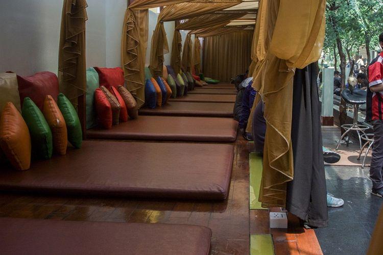 Suasana lantai tujuh di Hotel dan Griya Pijat Alexis, Jakarta, Selasa (31/10/2017). Per Selasa, 31 Oktober ini, griya pijat di lantai 7 Alexis ditutup menyusul keputusan Pemerintah Provinsi DKI Jakarta yang menolak permohonan Tanda Daftar Usaha Pariwisata (TDUP) Alexis.