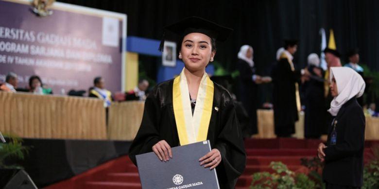 Rektor Universitas Gadjah Mada Prof Panut Mulyono mewisuda 1.850 lulusan sarjana dan diploma (30/8/2018).