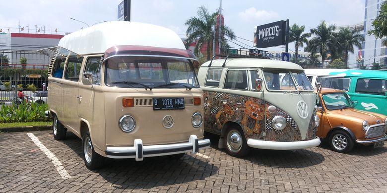 Deretan mobil klasik yang hadir di acara Perhimpunan Penggemar Mobil Kuno Indonesia (PPMKI) di Jakarta, Minggu (4/3/2018).