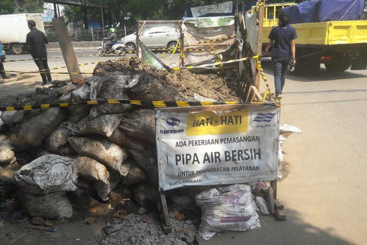 Lokasi tertimbunnya seorang pekerja galian bernama Tarno di Jalan Jembatan Tiga, Jakarta Utara