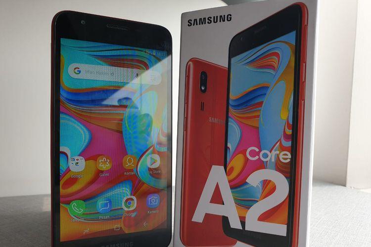 Unit ponsel Galaxy A2 Core dan kotak kemasan.