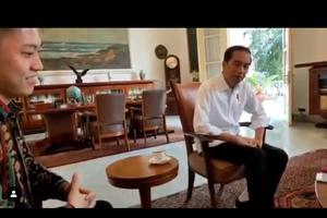 Presiden Jokowi Dengarkan 'Kids' Rich Brian, Lihat Ekspresinya...