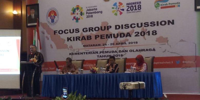 Deputi Pemberdayaan Pemuda Kemenpora, Prof. Faisal Abdullah saat membuka Focus Group Discussion (FGD) Kirab Pemuda 2018 di Mataram, NTB, Selasa (24/4) malam.