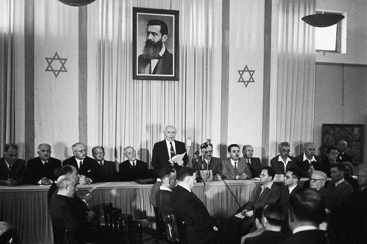 David Ben Gurion memproklamasikan berdirinya negara Israel pada 14 Mei 1948.