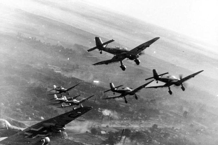 Pesawat pengebom tukik Junker Ju-87 atau dikenal dengan nama Stuka merupakan salah satu mesin perang Jerman yang amat ditakuti di masa Perang Dunia II.