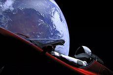 Mobil Tesla Diperkirakan Bisa Menabrak Bumi, Perlukah Kita Khawatir?