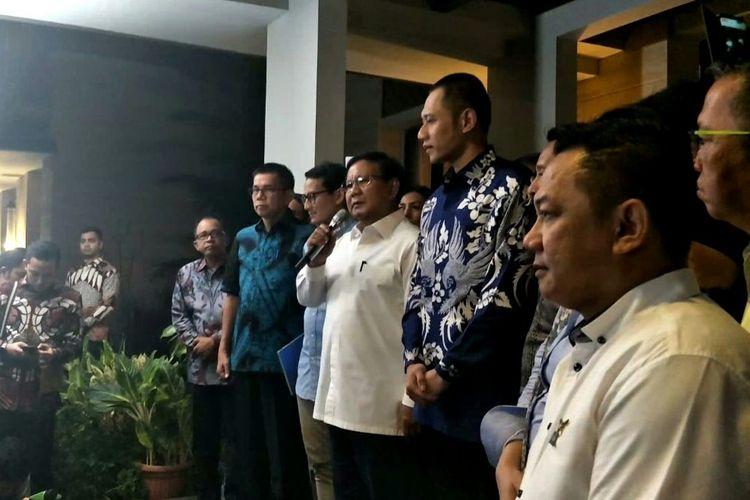 Bakalcapres dan cawapres Prabowo Subianto - Sandiaga Uno menyambangi kediaman Ketua Umum Partai Demokrat Susilo Bambang Yudhoyono (SBY) di Kawasan Mega Kuningan, Jakarta Selatan, Rabu (12/9/2018) malam.