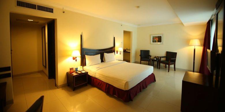 Pacific Palace Hotel, merupakan salah satu hotel berbintang yang unik dan menarik yang ada di Kota Batam, Kepulauan Riau (Kepri). Sebab selain hotelnya berdesain mewah, bangunan hotel ini menyerupai kapal pesiar.