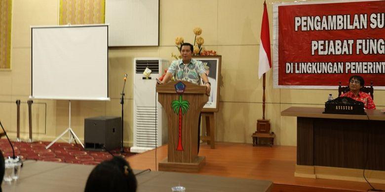 Wakil Gubernur Sulawesi Utara Steven Kandouw memberikan kata sambutan dalam acara dalam acara pelantikan pejabat gungsional Pemprov Suulawesi Utara di Kantor Gubernur Sulut, Kamis (7/2/2019).
