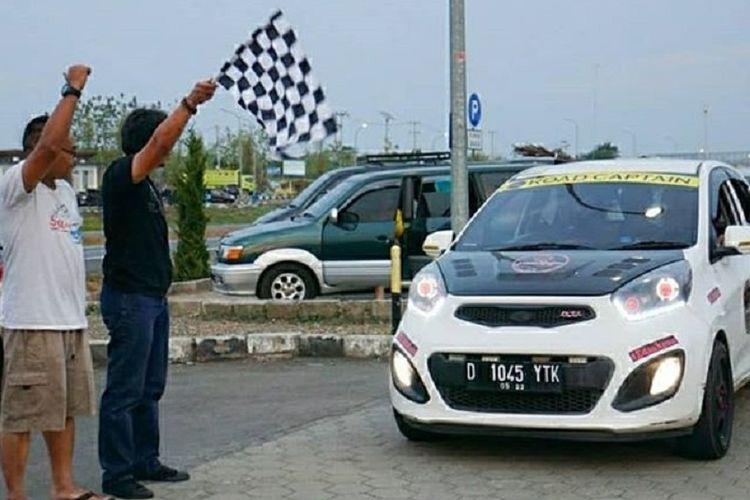 Pelepasan konvoi komunitas klub mobil pengguna KIA Picanto, yakni Picanto Club Indonesia (Pica) menuju tempat berlangsungnya Jambore Nasional pengguna Picanto di Tawangmangu, Solo, Jawa Tengah pada 7-9 September 2018.