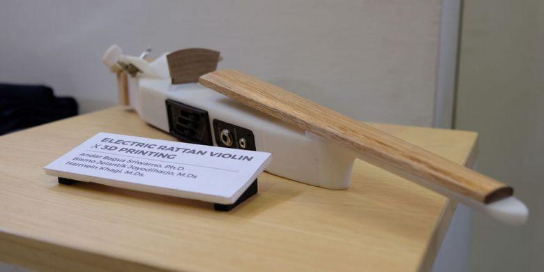 Desain produk biola listrik dari rotan dan dikolaborasikan dengan hasil 3D Printing. Foto: Dok Humas ITB