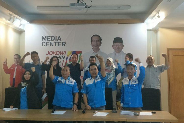 Federasi Serikat Pekerja Nasional yang berafiliasi dengan Konfederasi Serikat Pekerja Indonesia (KSPI) menyatakan dukungan untuk Jokowi-Maruf di Posko Cemara, Kamis (4/2/2019).