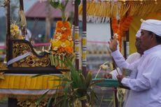 Sambut Nyepi, Umat Hindu Gelar Melasti di Pantai Boom Banyuwangi