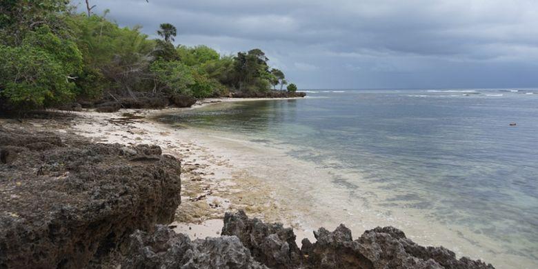 Pantai Plengkung yang berada di Taman Nasional Alaspurwo, Banyuwangi, Jawa Timur.