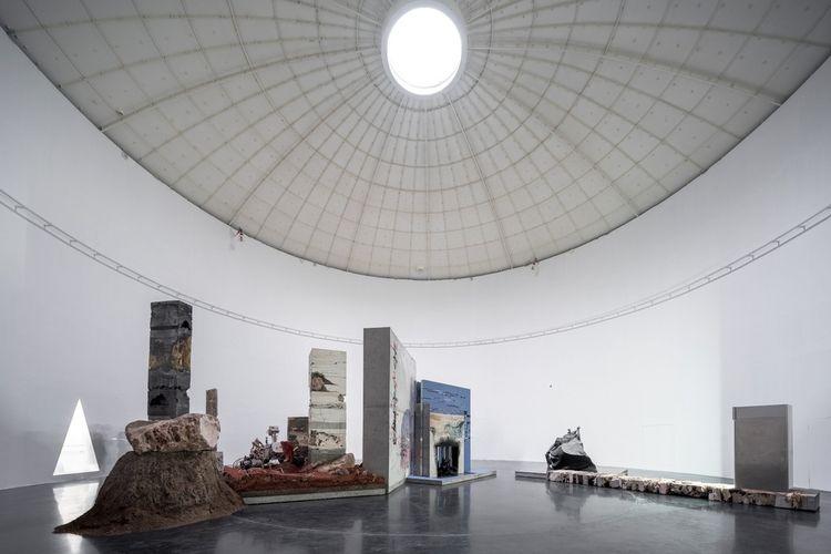 Tangki minyak tua di Shanghai yang disulap menjadi galeri seni.