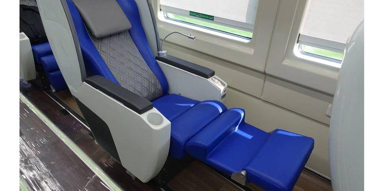 Kursi pada rangkaian KA Luxury 2