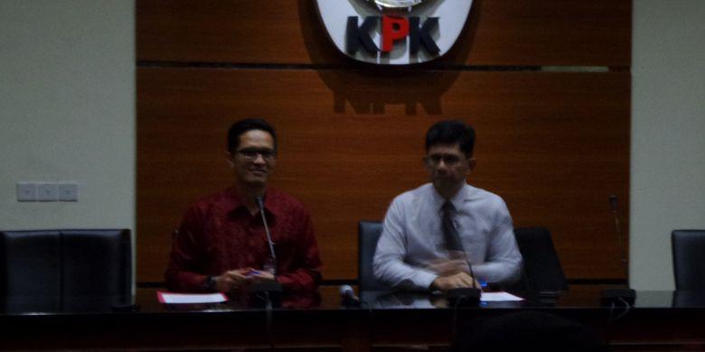 Wakil Ketua KPK Laode Muhammad Syarief dan Juru Bicara KPK Febri Diansyah dalam jumpa pers di Gedung KPK, Jakarta, Selasa (16/1/2018).