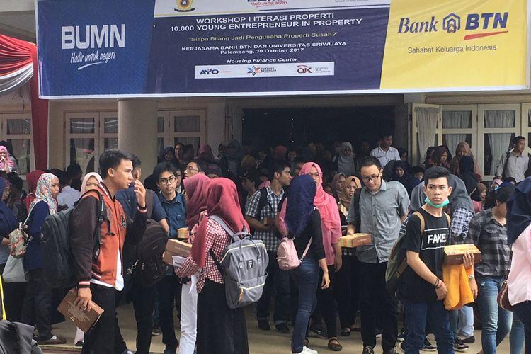 Seribuan mahasiswa mengikuti Pelatihan Literasi Properti BTN di Universitas Sriwijaya, Palembang, Sumatera Selatan, Senin (30/10/2017)