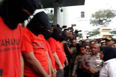 Risma Maki-maki Bandar Pil Koplo di Kantor Polisi