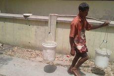 Warga di Sragen Rela Jalan Kaki 2 Kilometer untuk Dapatkan Air Bersih
