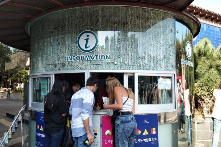 Salah satu pusat informasi turis di Insadong, Seoul, Korea Selatan.