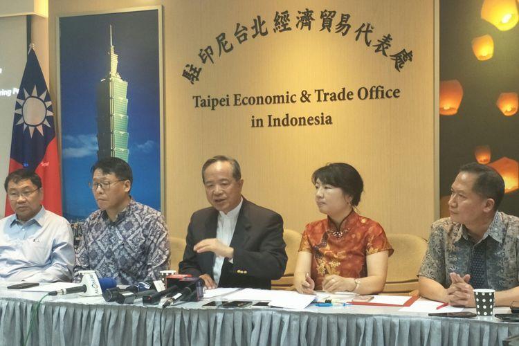 Kepala Taipei Economic and Trade Office (TETO) John C. Chen (Tengah) saat konferensi pers di Jakarta, Jumat (4/1/2019)