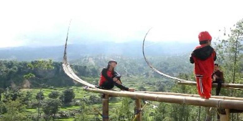 Obyek wisata Perahu Selfie Villa Adelways menjadi primadona wisata baru di Kabupaten Mamasa, Sulawesi Barat.