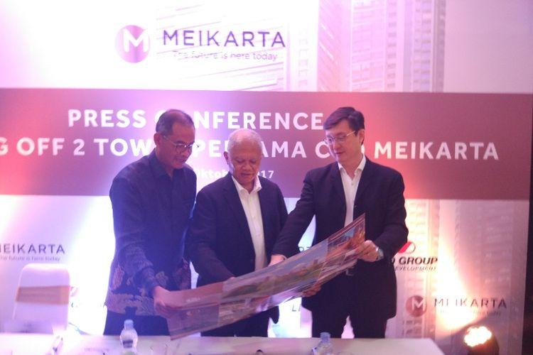 Direktur PT Lippo Karawaci Tbk Danang Kemayan Jati, Presiden Meikarta, Ketut Budi Wijaya dan Chief Marketing Officer Lippo Homes Jopy Rusli, saat konferensi pers di Lippo Mall Kemang, Kamis (26/10/2017).