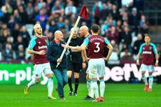 Protes Suporter di Stadion London, Masuki Lapangan dan Cabut Bendera