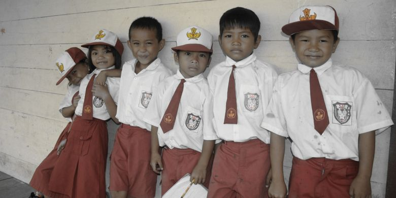 Kebijakan 8 jam belajar di sekolah dipertanyakan sejumlah pengamat pendidikan.