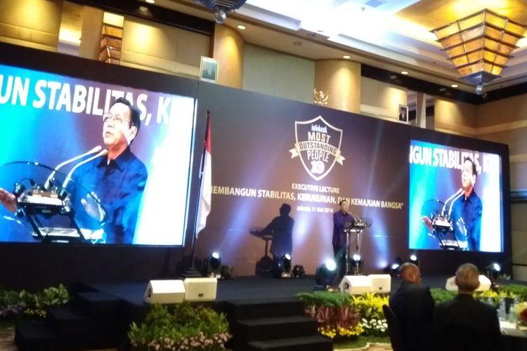 Mantan Wakil Presiden Indonesia Boediono dalam acara Executive Lecture Infobank di Ballroom Grand Hyatt Jakarta, Jumat (1111/5/2018) malam.