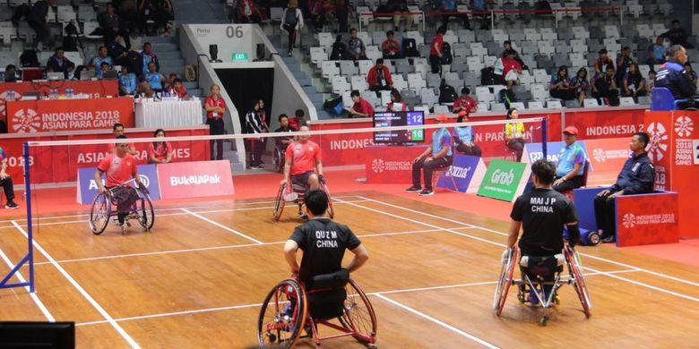 Menko PMK Puan Maharani menyaksikan langsung pertandingan babak penyisihan grup C badminton ganda putra Indonesia, Rabu (10/10/2018), Istora Komplek GBK Jakarta.