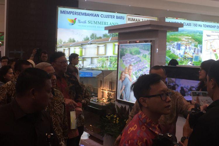 Menteri Dalam Negeri Tjahjo Kumolo meninjau pameran Indonesia Future City di Indonesia Convention and Exibition (ICE) BSD, Tangerang, Kamis (14/9/2017).